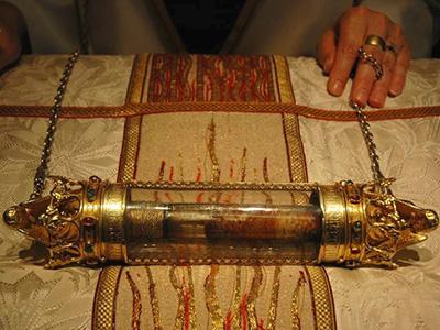 Blodet til Jesus. Ettersigende fra korsfestelsen. Da stod det en kremmer klar med glassflesken når den romerske soldaten stakk ham i siden for å sjekke om han levde. Jesus altså, ikke kremmeren.